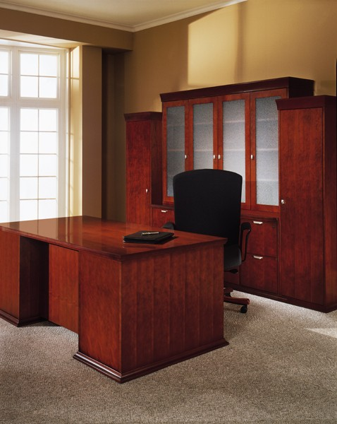 Gorgeous Executive Office Desk Suite